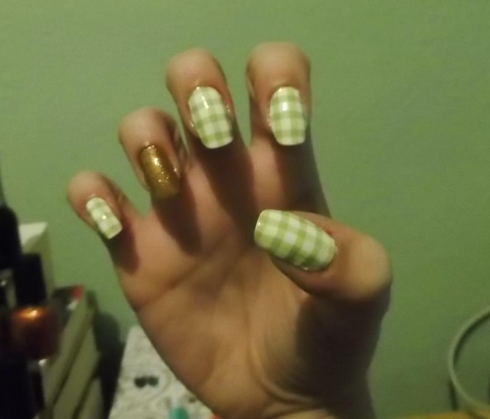 Manicure | Mucho esmalte y pocas nueces