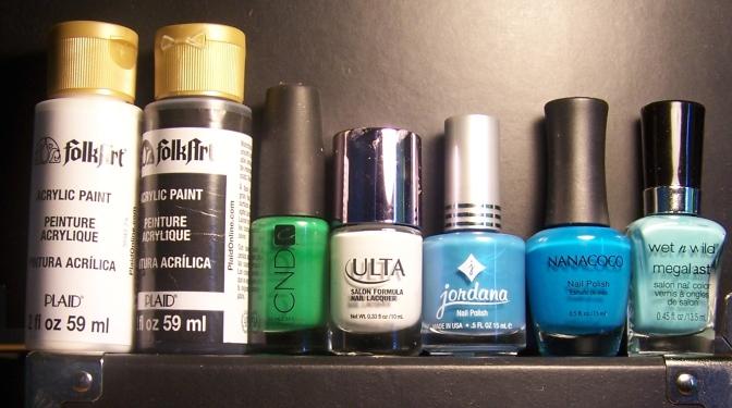 De izq. a der:Acrílicos blanco y negro, Green Scene, Snow White, Electric Blue, Surfers Dream y I Need a Refresh-Mint.