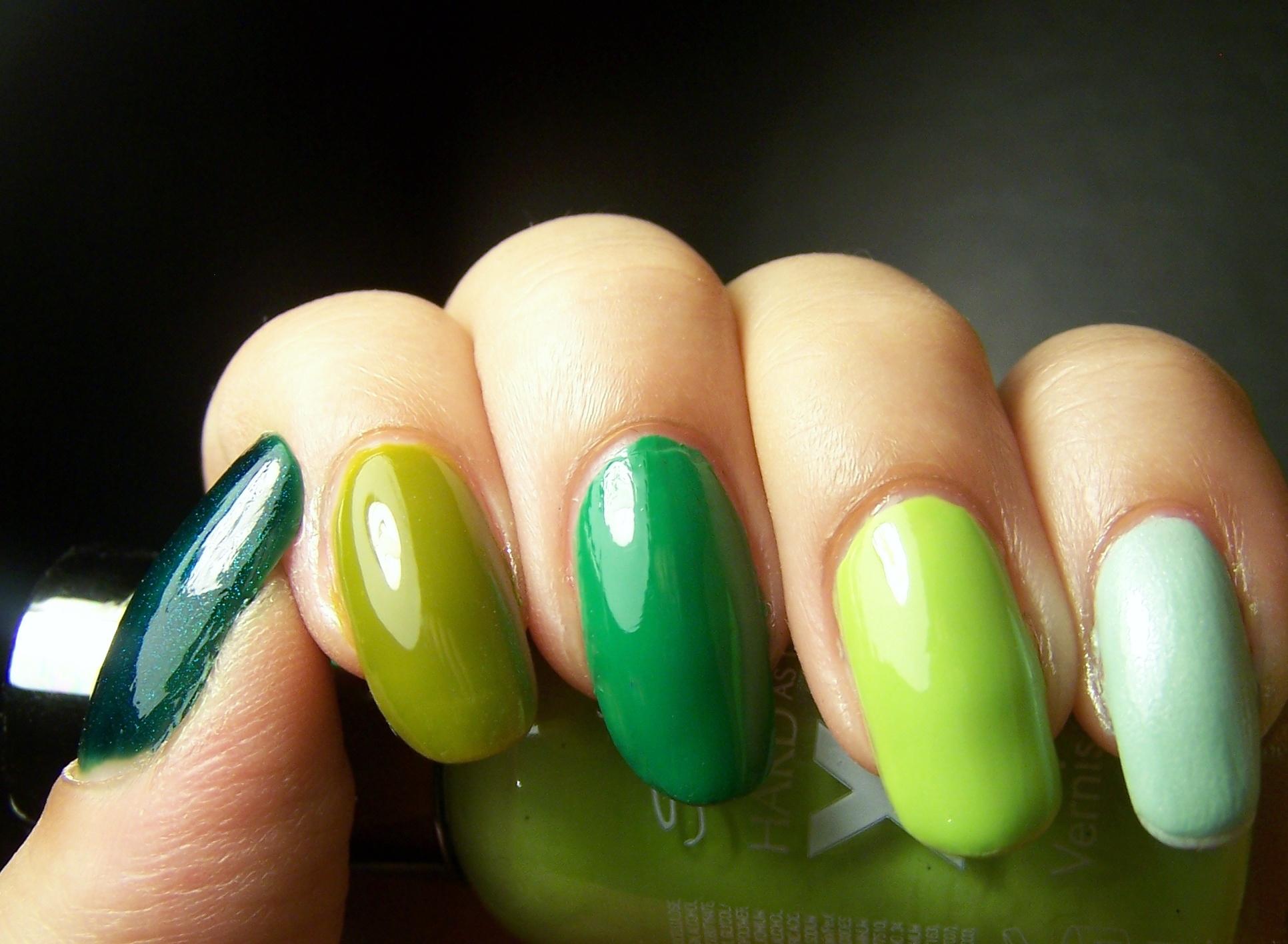 Random manicure | Mucho esmalte y pocas nueces