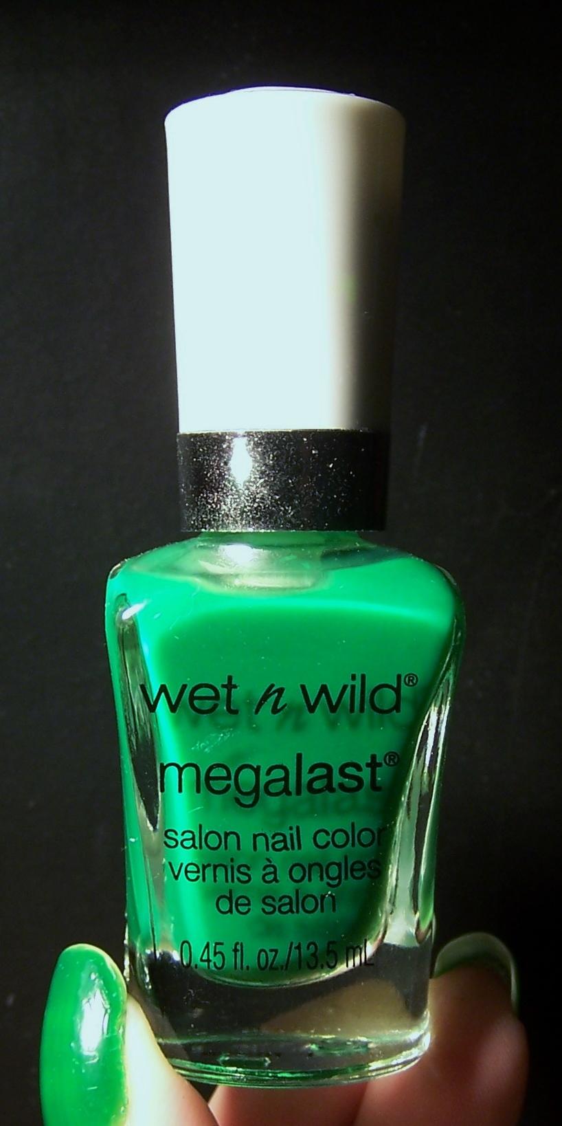 Wet n Wild | Mucho esmalte y pocas nueces