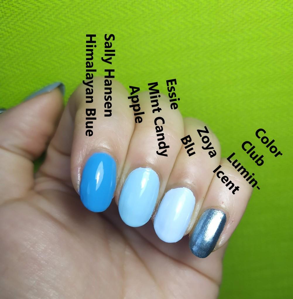 mano con uñas pintadas de azul con esmaltes de Sally Hansen, essie, zoya y color club